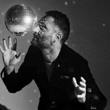 Bailar en la cueva, un álbum para oír de pie