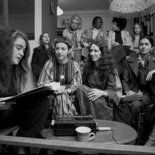 Mujeres de cartón, un cuento de Eduardo Viladés