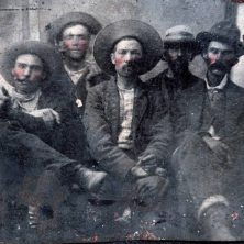 Los grises ojos del pistolero, un cuento de Rodolfo Lara Mendoza
