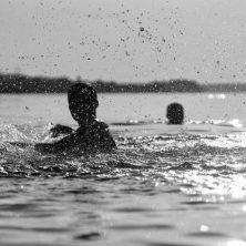 Reflejos en el agua, un cuento de Julio César Márquez